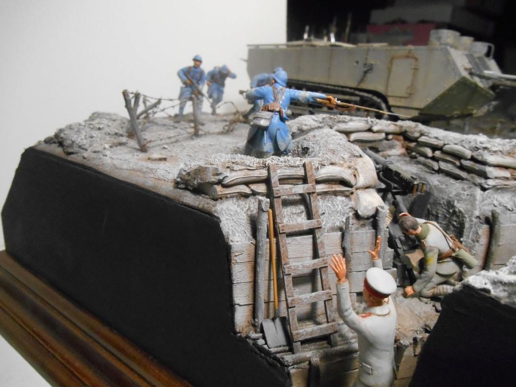 Août 1918 - L'espoir renaît - Saint-Chamond (Takom 1/35e) et figurines HISTOREX 1/32e puis figurines ICM 1/35e R40-ao12