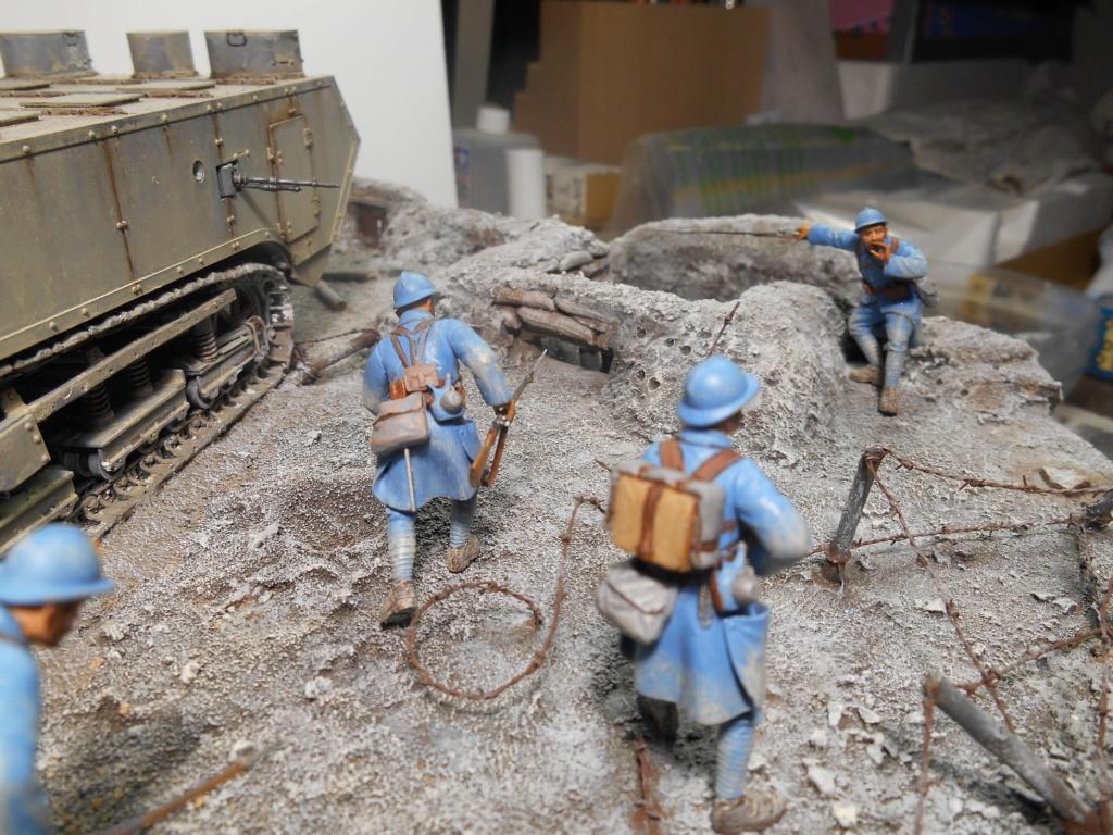 Août 1918 - L'espoir renaît - Saint-Chamond (Takom 1/35e) et figurines HISTOREX 1/32e puis figurines ICM 1/35e R40-ao20