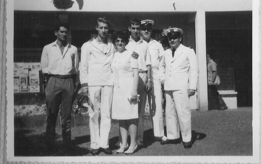 [Les traditions dans la Marine] Mariage en tenue - Page 2 00111