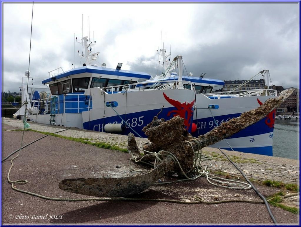 [VIE DES PORTS] Quelques bateaux de pêche (sur nos côtes Françaises) - Page 12 2110