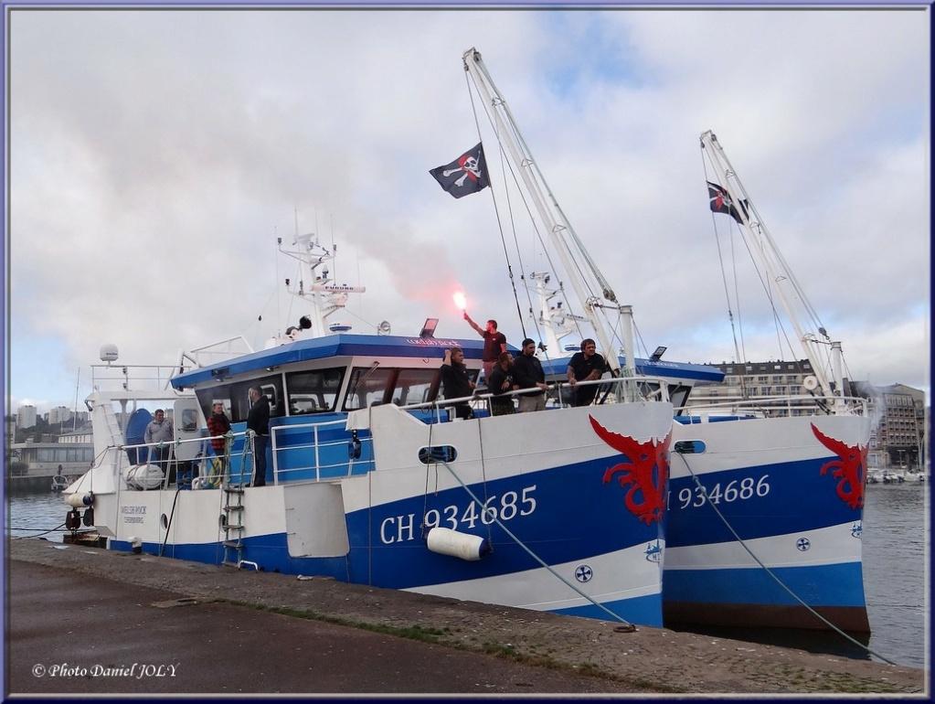 [VIE DES PORTS] Quelques bateaux de pêche (sur nos côtes Françaises) - Page 12 2210