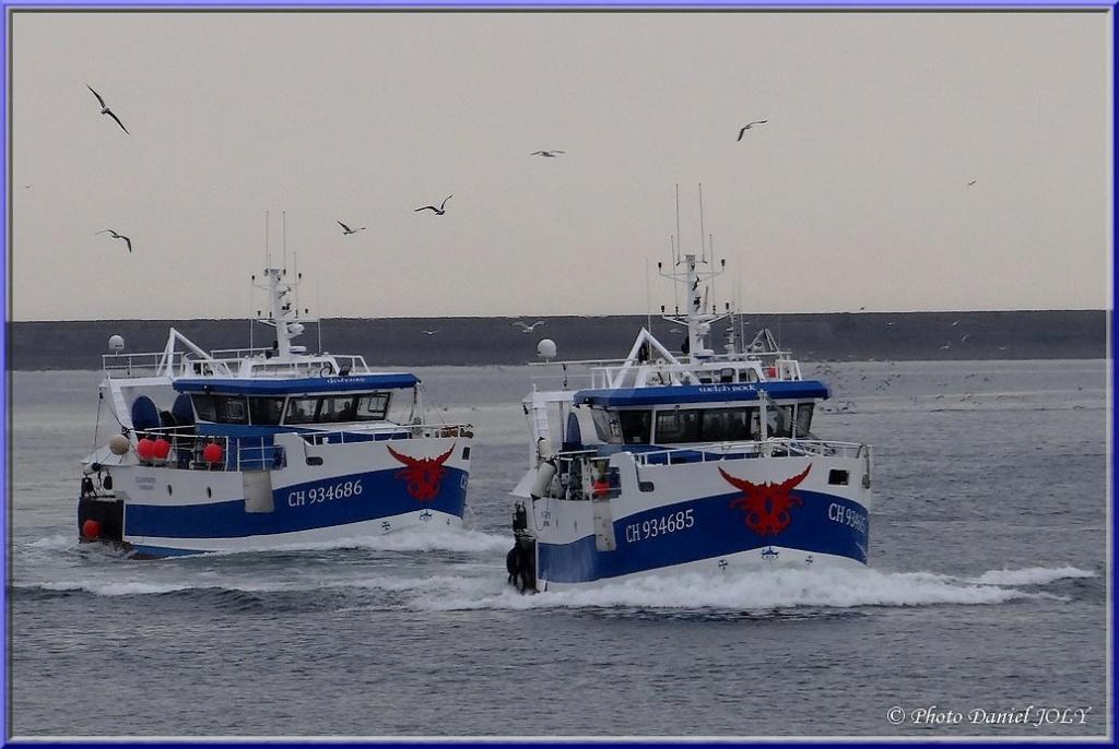 [VIE DES PORTS] Quelques bateaux de pêche (sur nos côtes Françaises) - Page 12 810