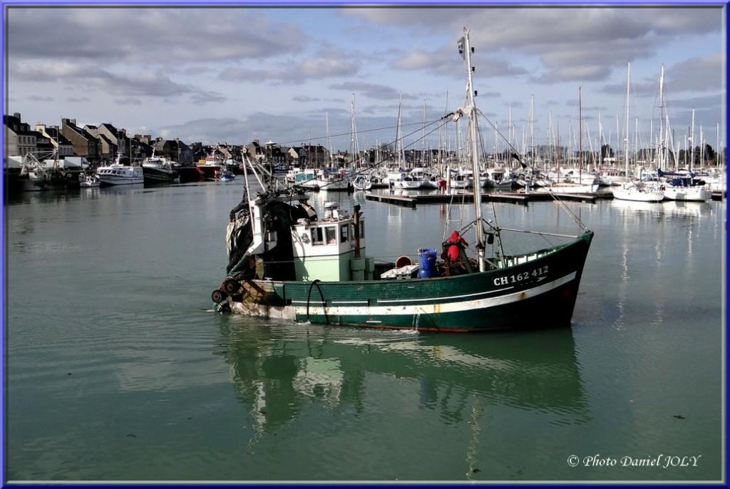 [VIE DES PORTS] Quelques bateaux de pêche (sur nos côtes Françaises) - Page 8 Dauphi10