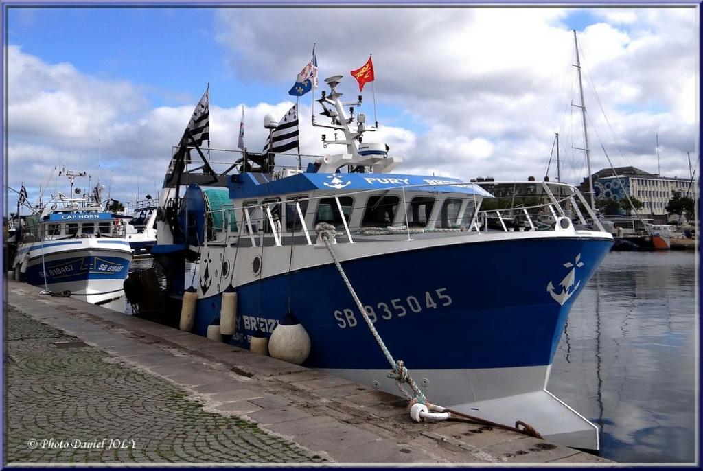 [VIE DES PORTS] Quelques bateaux de pêche (sur nos côtes Françaises) - Page 13 Fury_b10