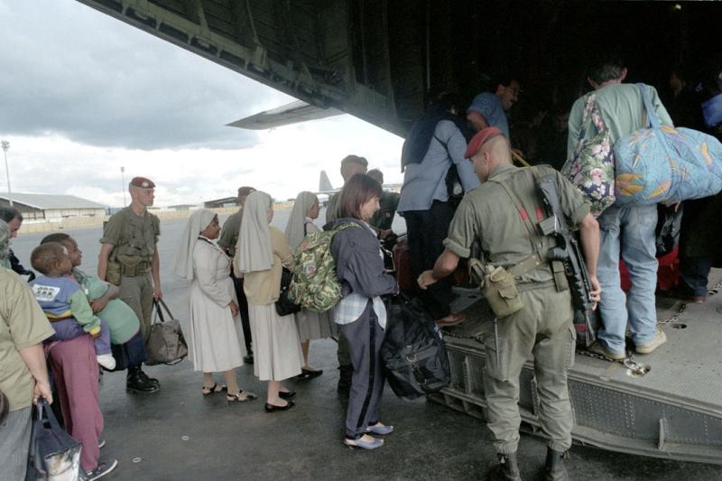 """Opération """"Amaryllis"""" -l'évacuation des ressortissant français et étrangers du Rwanda 01-94-10"""