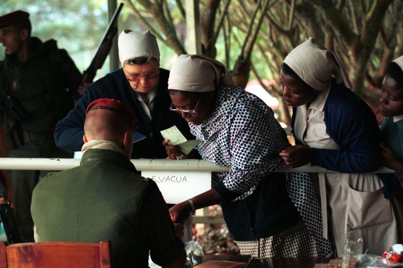 """Opération """"Amaryllis"""" -l'évacuation des ressortissant français et étrangers du Rwanda 01-94-14"""