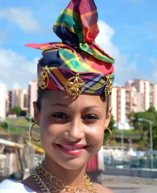 Les Costumes traditionnels de votre pays : Histoire, différences Homme/Femme, Pourquoi ? Rada7d10