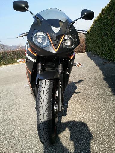 moto pas banale... 2011-010
