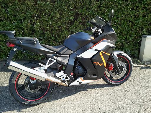 moto pas banale... 2011-011
