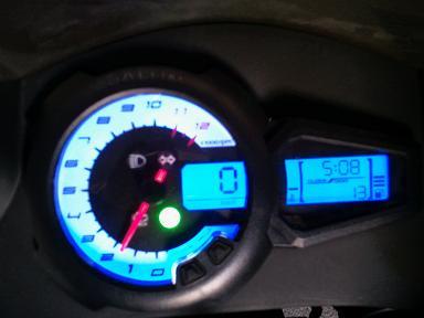 moto pas banale... 2011-012