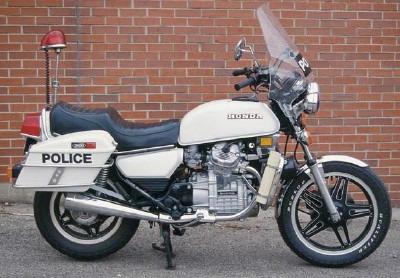 police/gendarmes pourqu oi pas de v2 ? 1980-h10