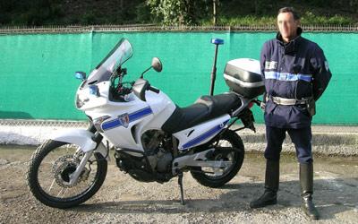 police/gendarmes pourqu oi pas de v2 ? Trnsal10