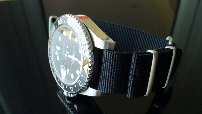 Quel bracelet pour la plongée ? - Page 2 Dsc00621