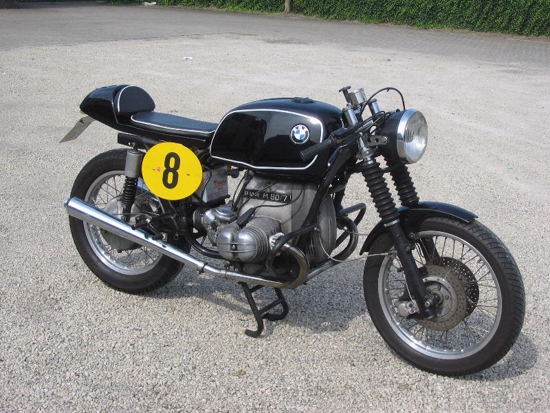 C'est ici qu'on met les bien molles....BMW Café Racer - Page 5 08100710