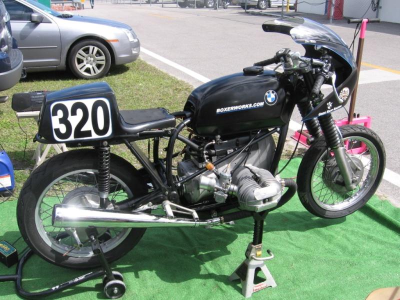 C'est ici qu'on met les bien molles....BMW Café Racer - Page 4 08ahr110