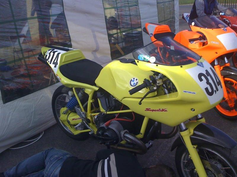 C'est ici qu'on met les bien molles....BMW Café Racer - Page 4 11-04-11
