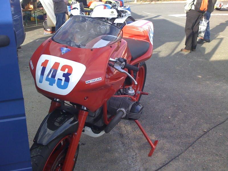 C'est ici qu'on met les bien molles....BMW Café Racer - Page 4 11-04-13