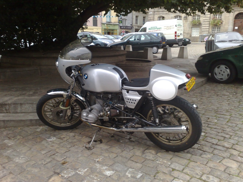C'est ici qu'on met les bien molles....BMW Café Racer - Page 5 14082010