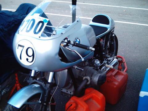 C'est ici qu'on met les bien molles....BMW Café Racer - Page 4 14b2re10