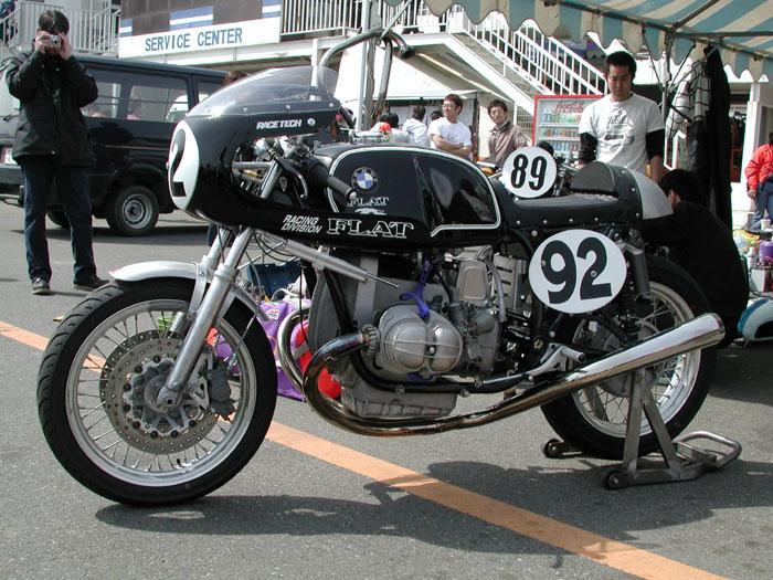 C'est ici qu'on met les bien molles....BMW Café Racer - Page 5 21800410