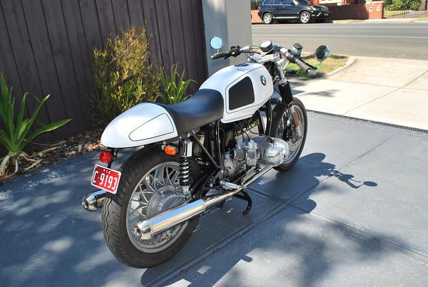 C'est ici qu'on met les bien molles....BMW Café Racer - Page 5 78252510