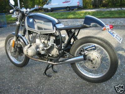C'est ici qu'on met les bien molles....BMW Café Racer - Page 5 842e_110