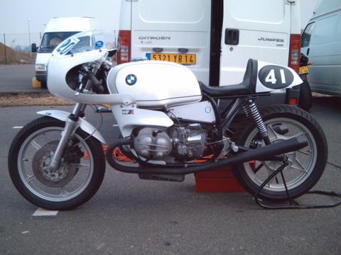 C'est ici qu'on met les bien molles....BMW Café Racer - Page 5 930ere10