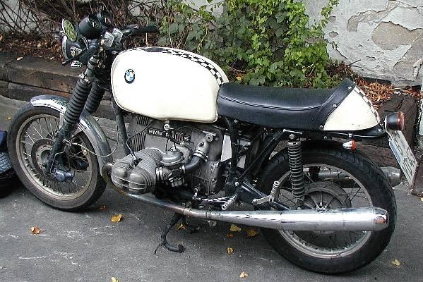 C'est ici qu'on met les bien molles....BMW Café Racer - Page 5 Andi_e10