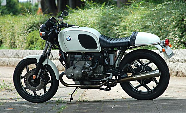 C'est ici qu'on met les bien molles....BMW Café Racer - Page 5 Basic-10