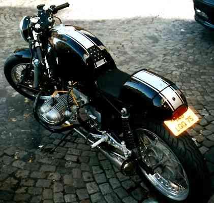 C'est ici qu'on met les bien molles....BMW Café Racer - Page 5 Beau_c10