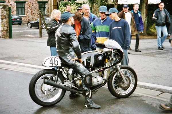 C'est ici qu'on met les bien molles....BMW Café Racer - Page 5 Bmcafr10