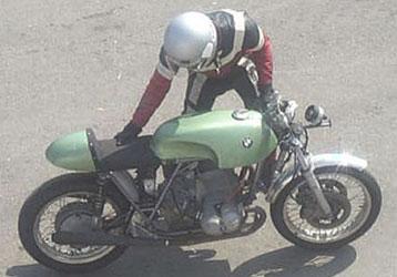 C'est ici qu'on met les bien molles....BMW Café Racer - Page 6 Bmw_3110