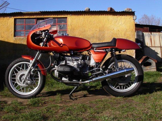 C'est ici qu'on met les bien molles....BMW Café Racer - Page 6 Bmw_pr10