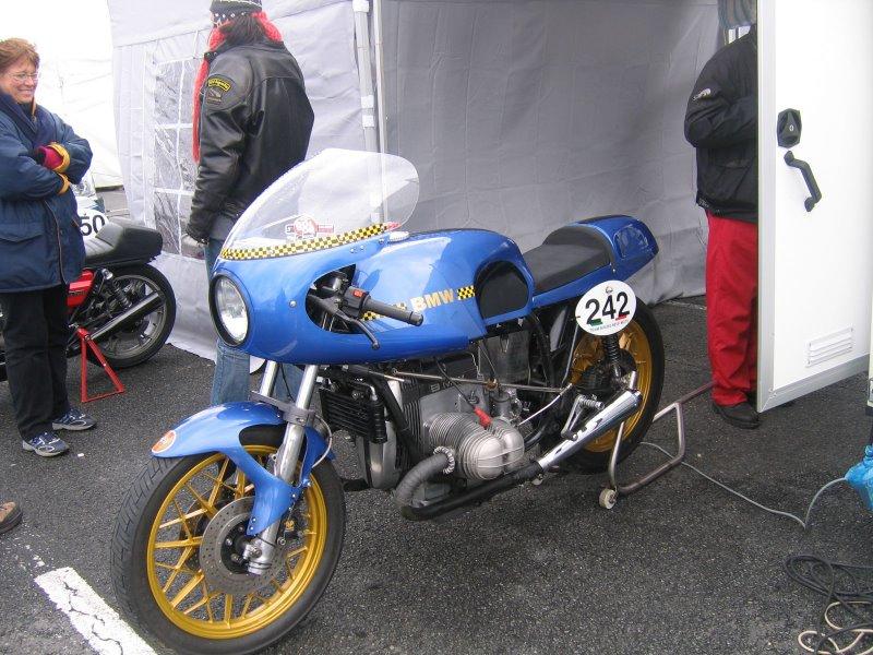 C'est ici qu'on met les bien molles....BMW Café Racer - Page 6 Bol_d_11