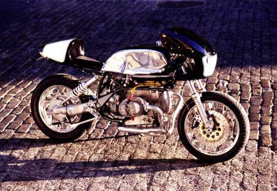 C'est ici qu'on met les bien molles....BMW Café Racer - Page 6 Boxer10