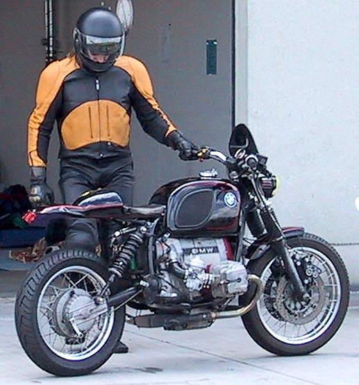 C'est ici qu'on met les bien molles....BMW Café Racer - Page 6 Boxer_10