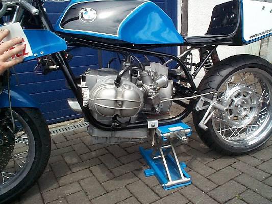C'est ici qu'on met les bien molles....BMW Café Racer - Page 6 Buthen10