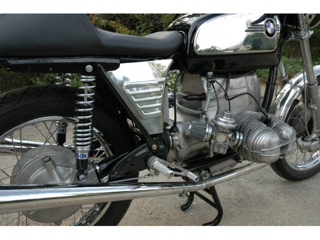 C'est ici qu'on met les bien molles....BMW Café Racer - Page 6 C4_410