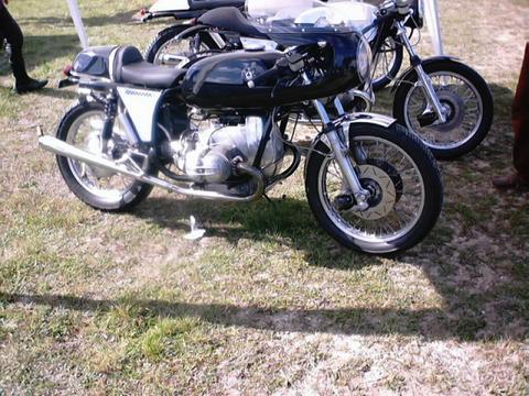 C'est ici qu'on met les bien molles....BMW Café Racer - Page 6 C5a410
