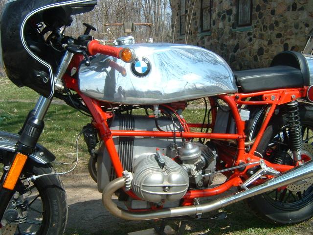 C'est ici qu'on met les bien molles....BMW Café Racer - Page 6 Cadre_13