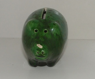 Anyone recognise this little pig money box? Pig210