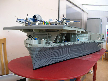 navires reproduits en lego Uss_in10