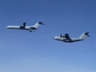 L'A400M effectue ses premiers essais de ravitaillement en vol A400mr12