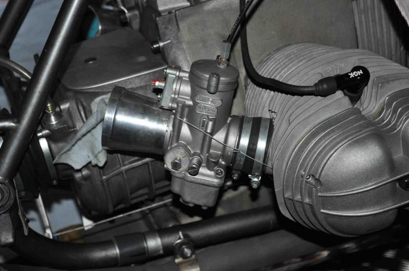 recherche une photo carbu maintenu avec un ressort sur la culasse Carb1s10