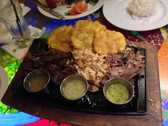 Restaurants dans les resorts Disney Américains (WDW, DLR) - Page 3 Bongos10