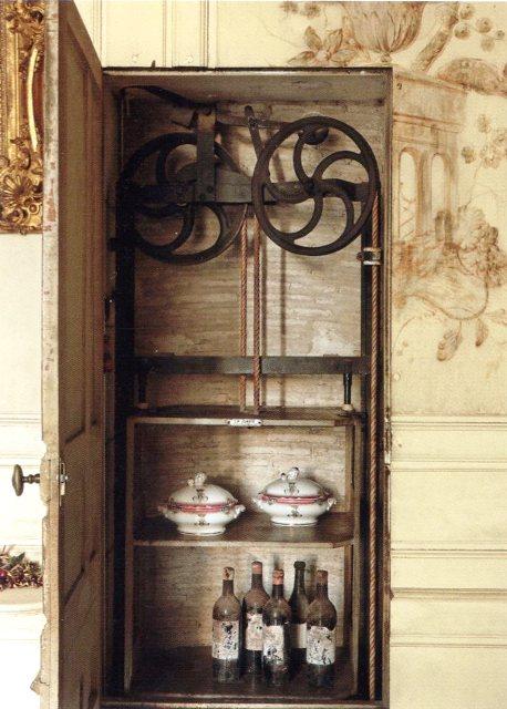 Le 18e aux sources du design, chefs d'oeuvre du mobilier - Page 5 Img03810
