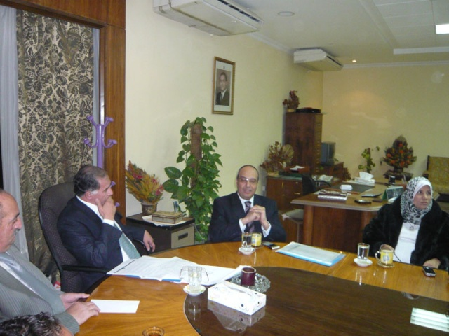 إجتماع مع السيد المستشار ماجد الشربيني  لمناقشة قضية أرض النادي P1030219