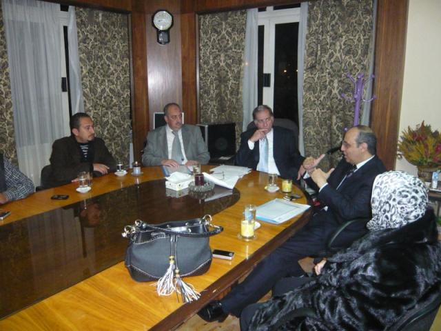 إجتماع مع السيد المستشار ماجد الشربيني  لمناقشة قضية أرض النادي P1030220