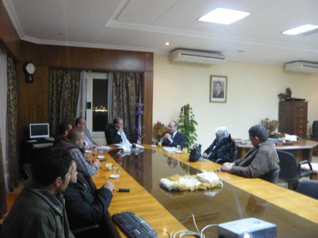 إجتماع مع السيد المستشار ماجد الشربيني  لمناقشة قضية أرض النادي P1030221