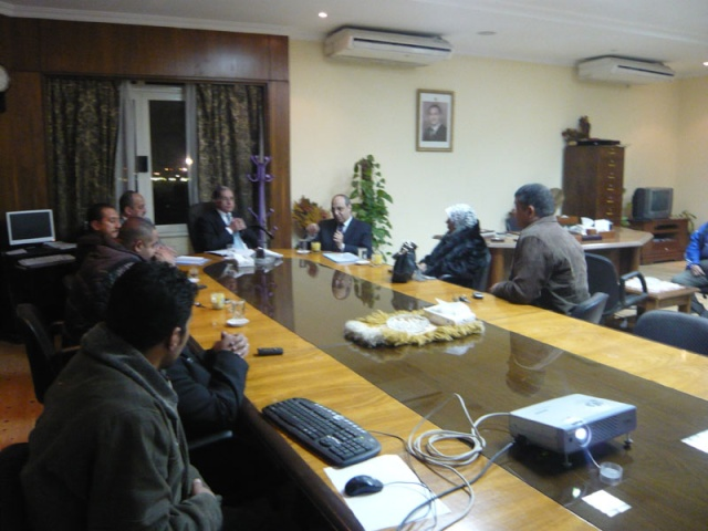 إجتماع مع السيد المستشار ماجد الشربيني  لمناقشة قضية أرض النادي P1030311